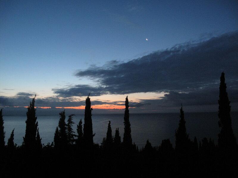 Встреча ночи и утра, луны и солнышка