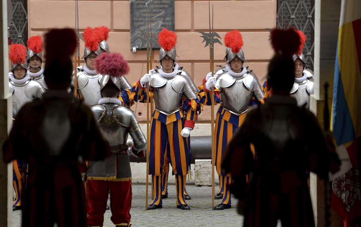 Швейцарская гвардия Ватикана: Новобранцы присягают на верность Папе Римскому (27)