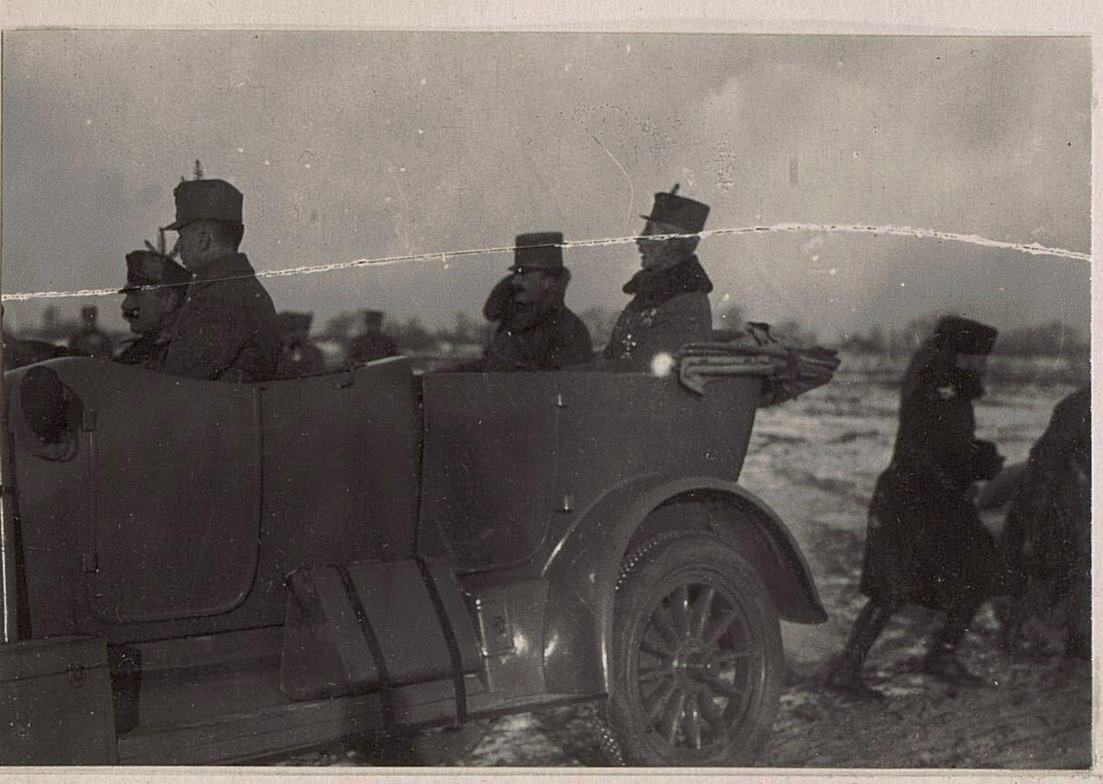 Abfahrt von Kaiser Karl vom Ьbungsplatz in Wladimir Wolinsky