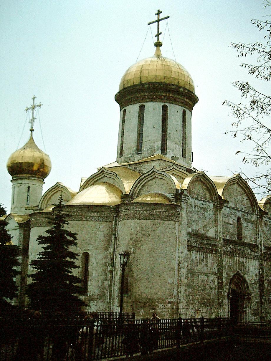 Загорск. Троицкий собор является старейшим из сохранившихся зданий монастыря