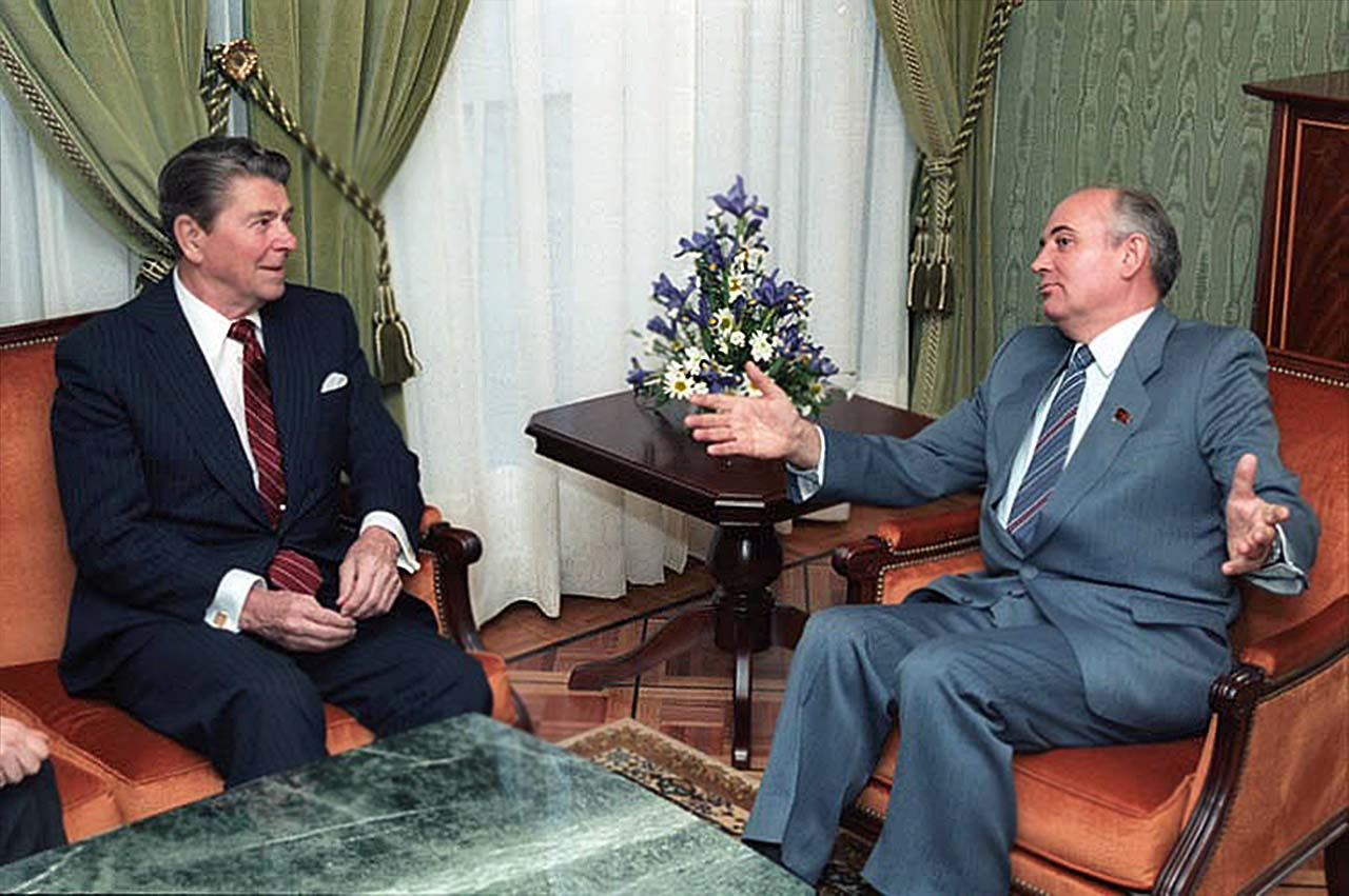 President Reagan meeting with Soviet General Secretary Gorbachev at the Soviet Mission during the Geneva Summit in Switzerland. 11_20_85(1280)..jpg