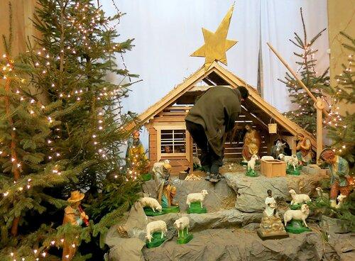 подготовка к Рождеству в одном из соборов Кракова