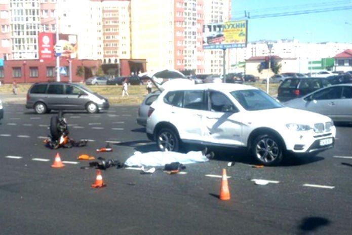 В Минске мотоциклист на Honda врезался в BMW X3 и погиб