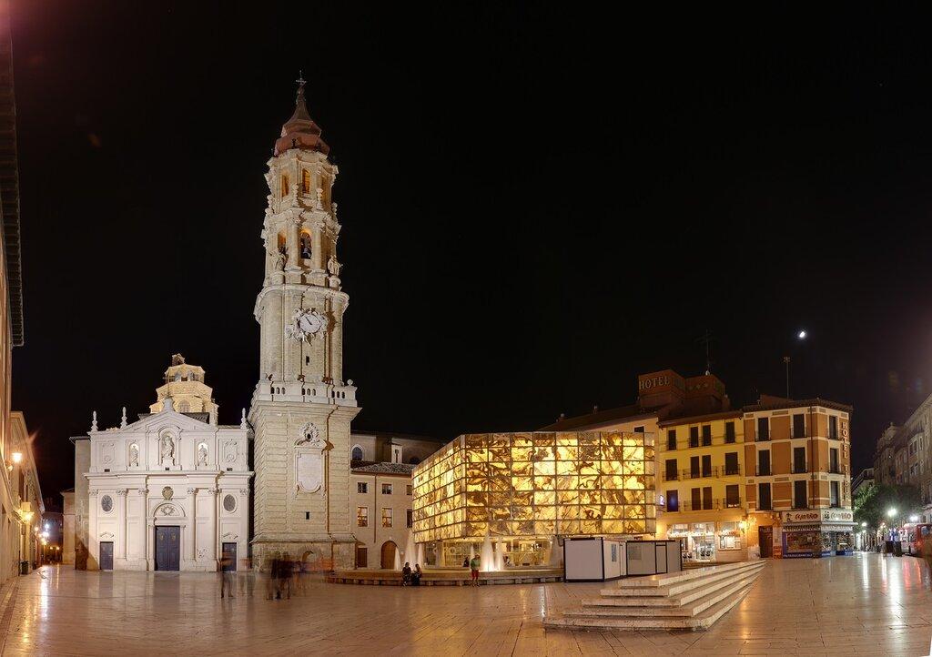 Zaragoza. Cathedral of the Savior of Zaragoza Museum and Roman forum at night