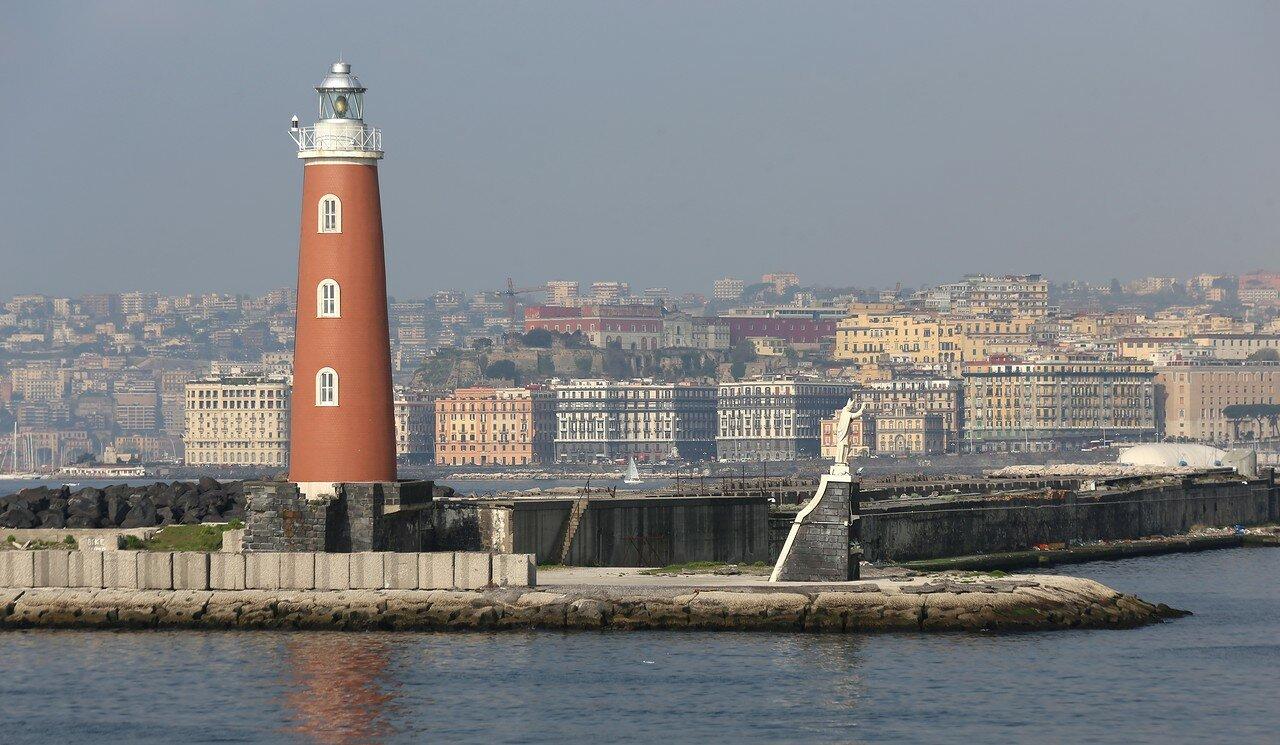Неаполь. Мол Сан-Винченсо, маяк и статуя Святого Януария.