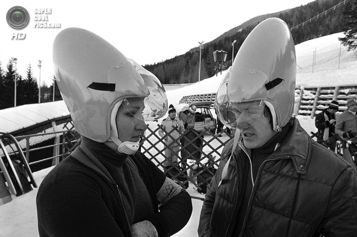 Австрия. Инсбрук, Тироль. 30 января 1976 года. Саночники Элизабет Демлайтнер и Штефан Хёльцвиммер из