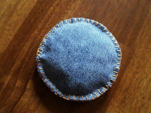 Сувенир-игрушка Овечка из джинсовой ткани