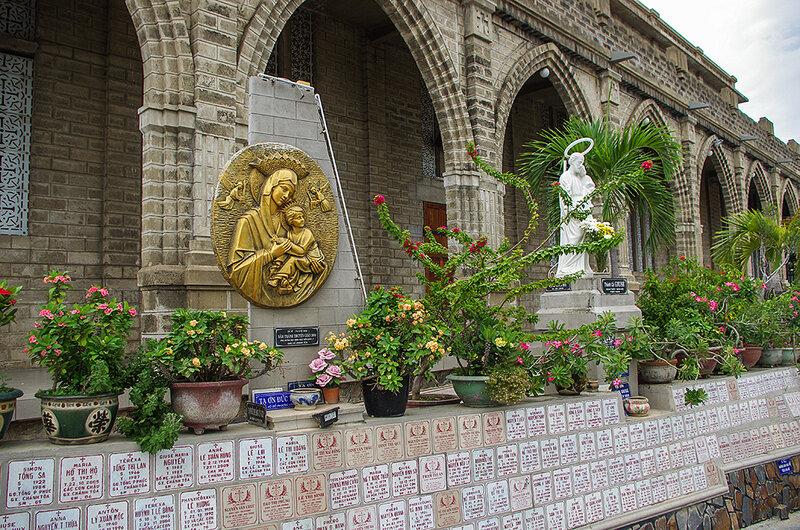 Вокруг храма