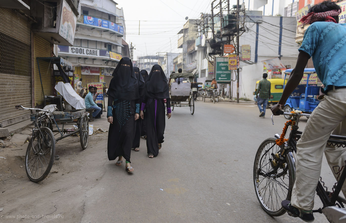 Фотография 19. Модницы на улицах Варанаси. Фоторепортаж о путешествии по Индии. 1/800, 2.8, 250, 24.
