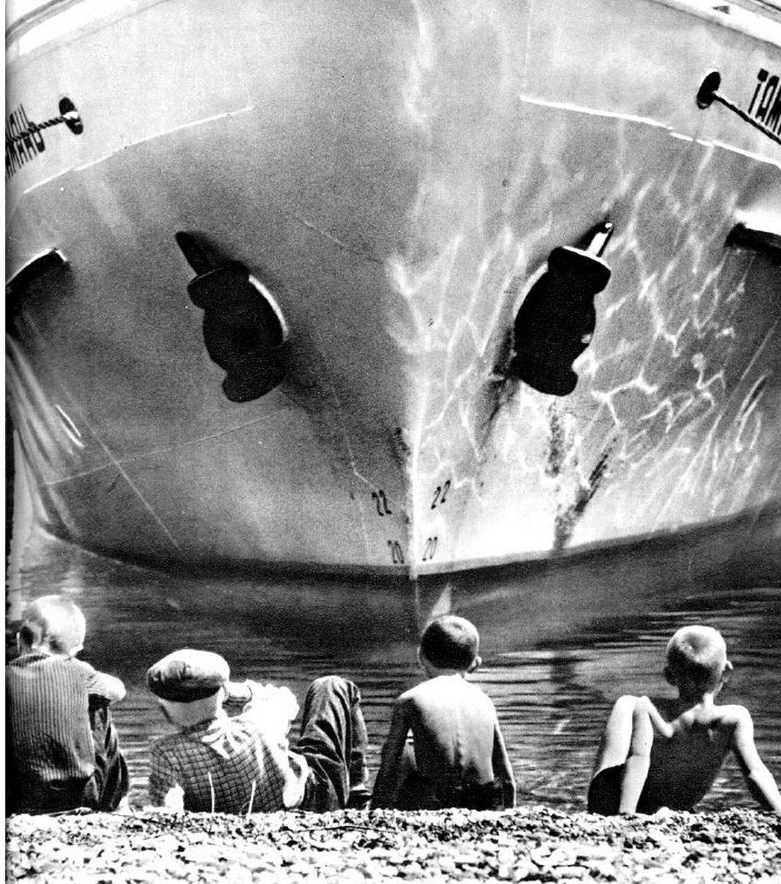 В порту Пицунды, 1960