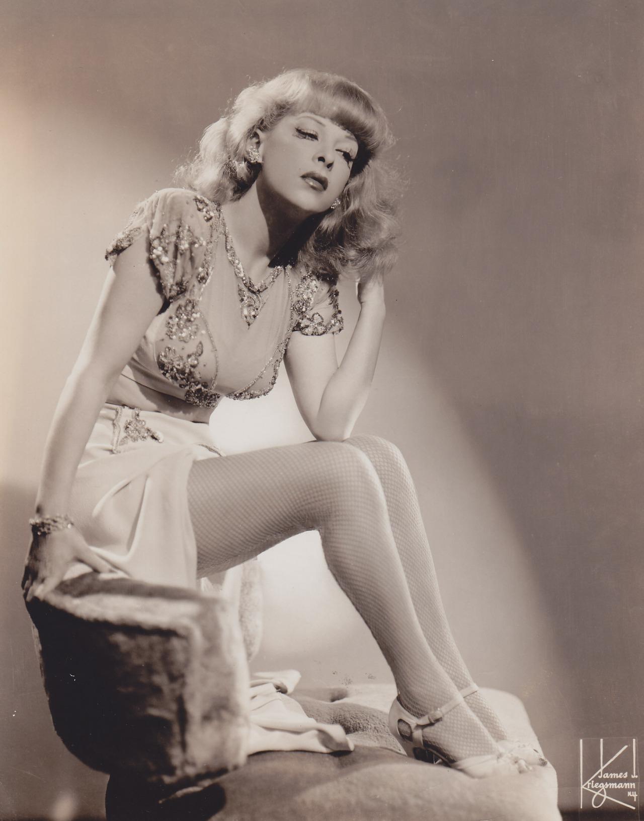 Gertrude Niesen - c.1941.jpg