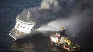 С горящего парома Norman Atlantic эвакуировали 251 человека