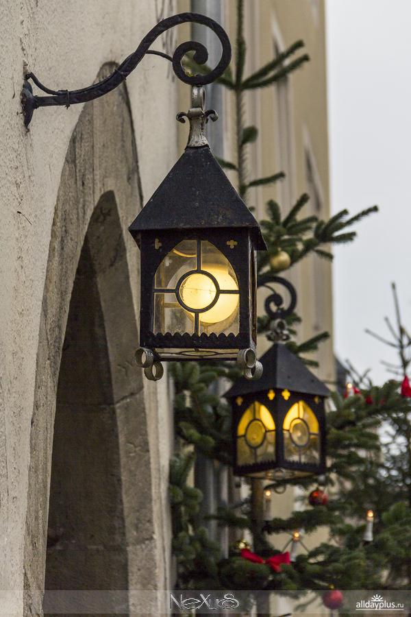 Ротенбург над Таубером перед Рождеством и всемирно известного магазина ёлочных игрушек и украшений Кэb50йти Вольфарт.