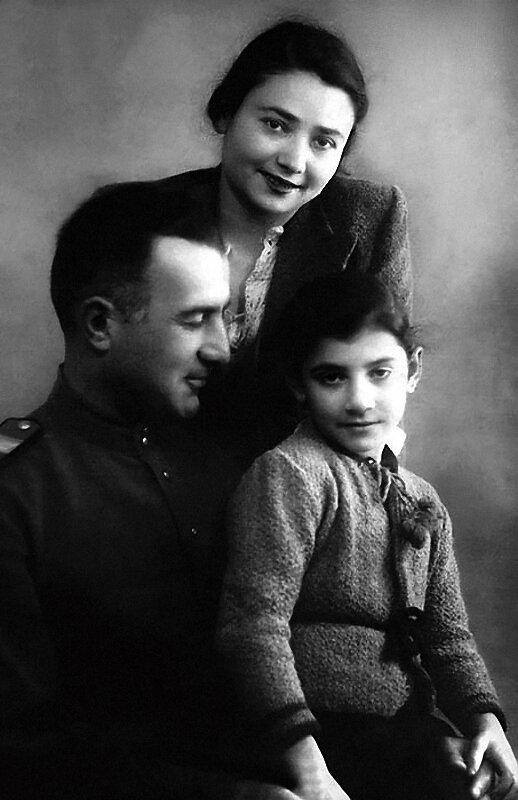 1115 Нани Брегвадзе с мамой Ольгой Александровной и папой Георгием Ефремовичем.jpg