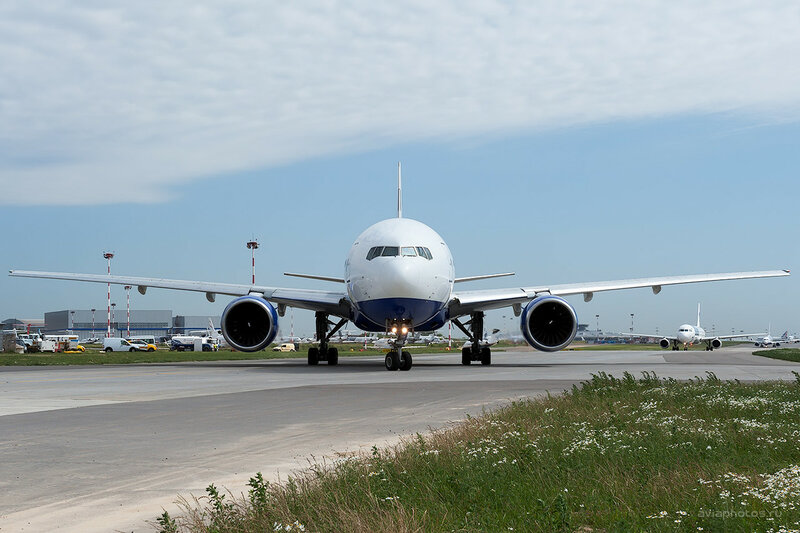 Boeing 777-222 (EI-UNY) Трансаэро D700038