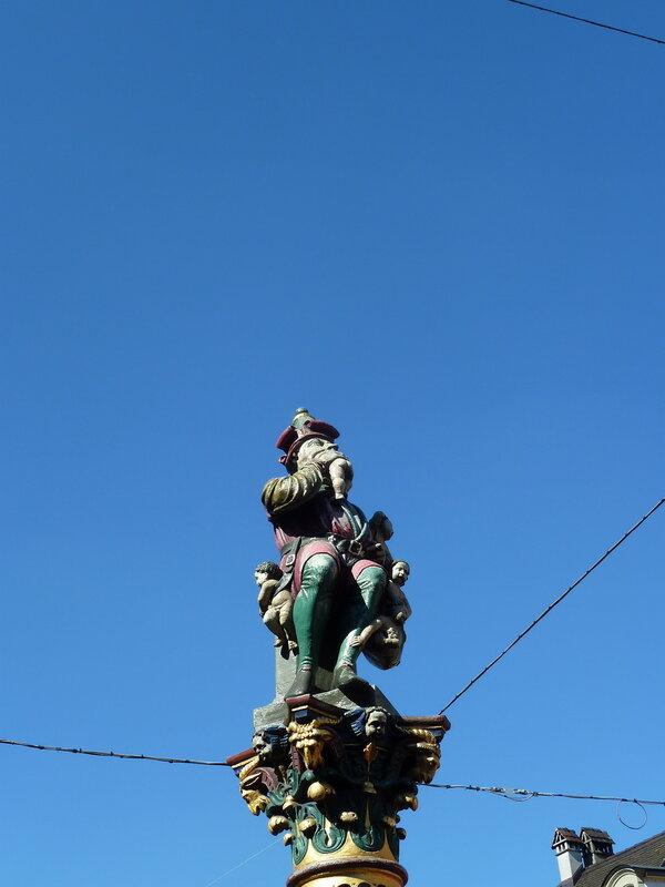 Деревянная скульптура в Берне