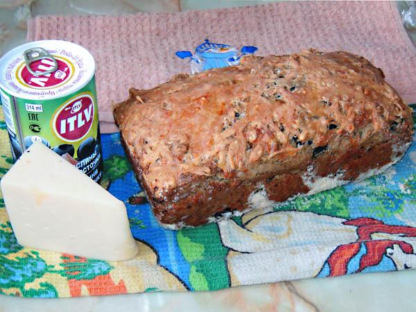 Сырный кекс с маслинами