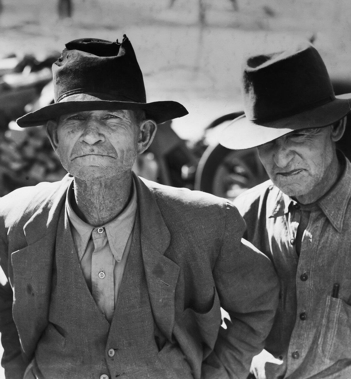 1937. Бывший фермер в ожидании субсидии в долине Империал, Калифорния