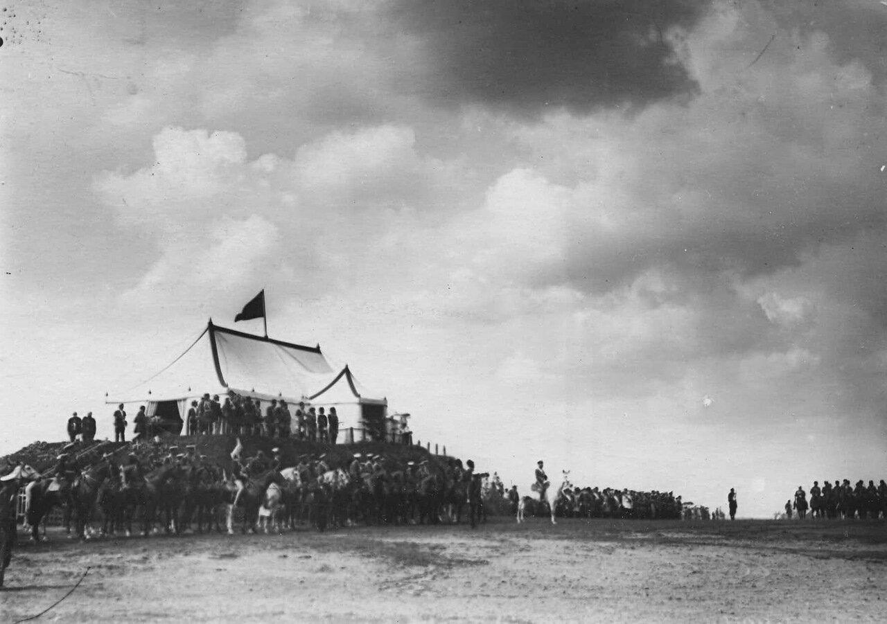 17. Парад войск в честь приезда персидского шаха Мозафара эд-дина