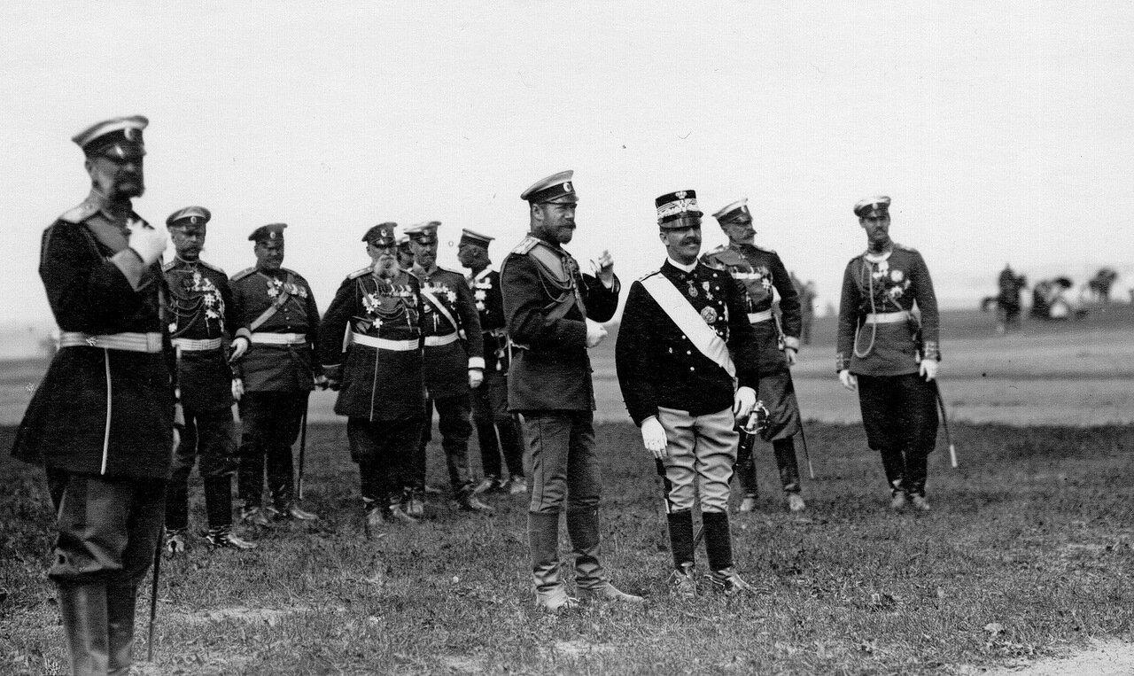 22. Император Николай II и итальянский король Виктор Эммануил III с группой генералов на параде