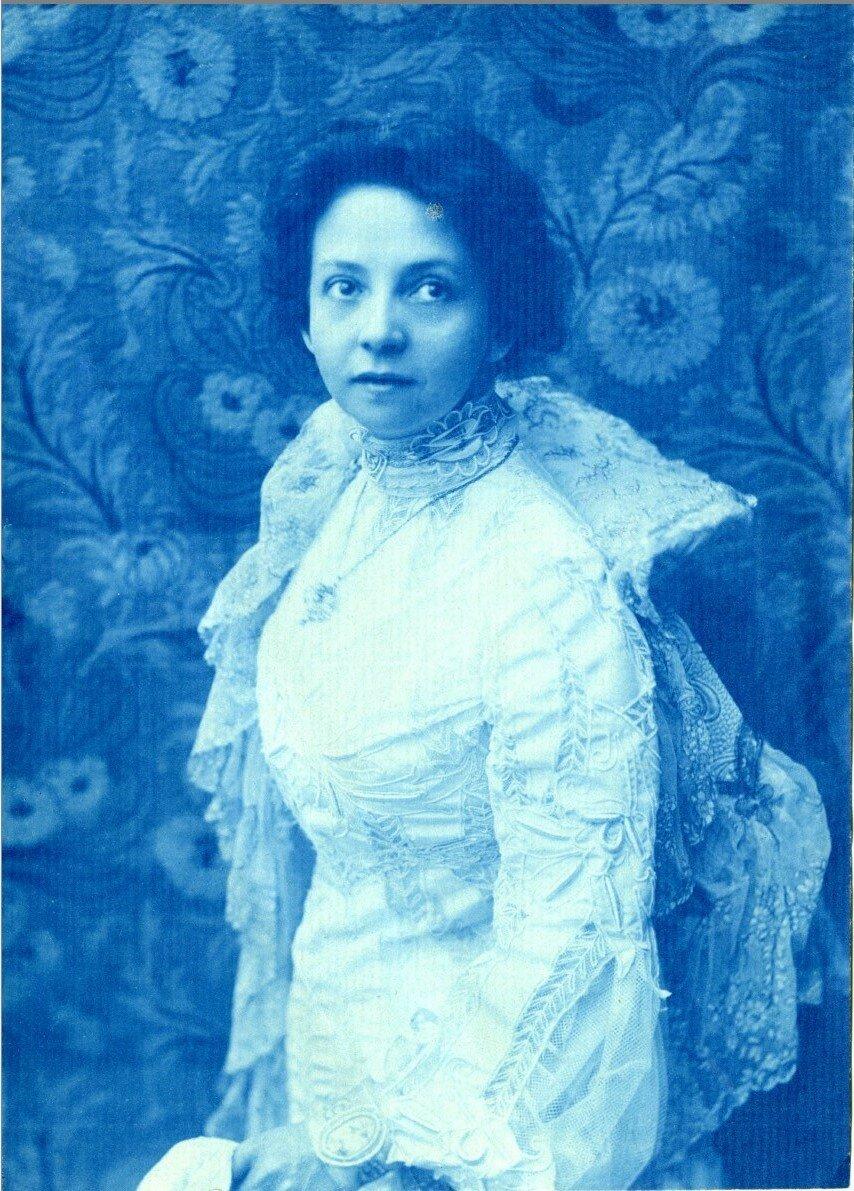 Вера Комиссаржевская (27 октября (8 ноября) 1864 — 10 (23) февраля 1910) — знаменитая русская актриса начала XX века