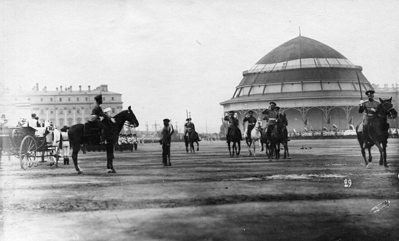 45. Офицеры проходят мимо императора Николая II и членов императорской фамилии на открытии парада потешных войск
