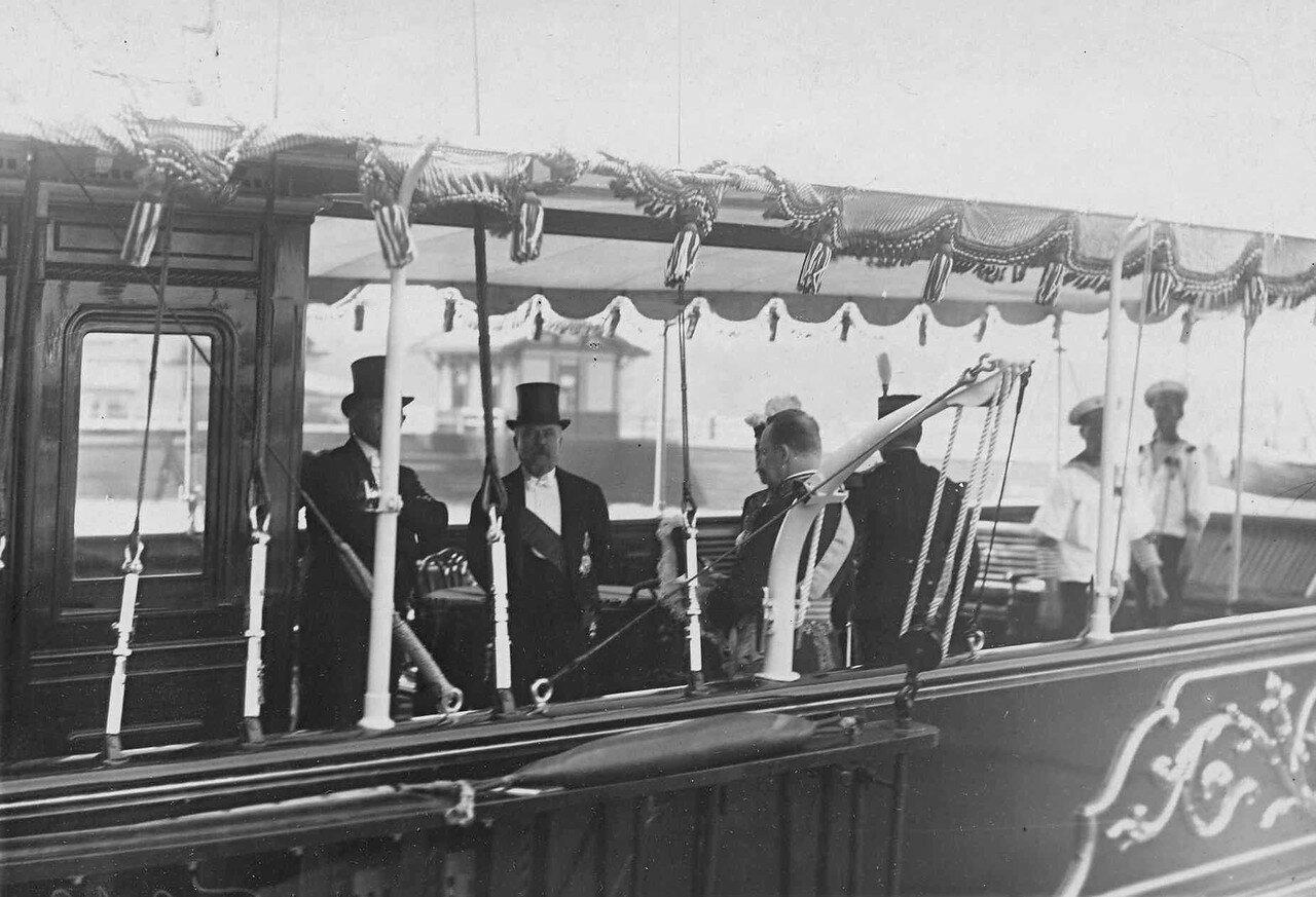 23. Пуанкаре и сопровождающие его лица на палубе императорской яхты «Александрия». 7 июля 1914