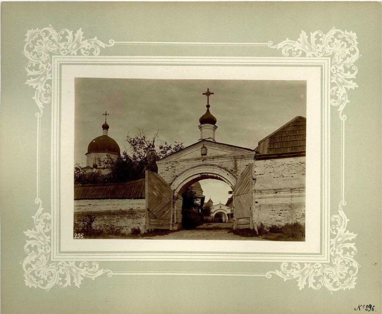 47. Задние монастырские ворота