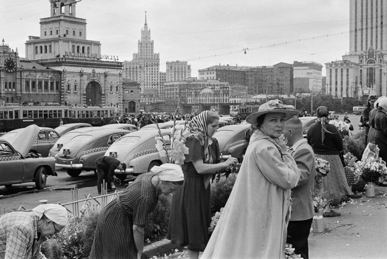 1954. Москва. У Трех Вокзалов