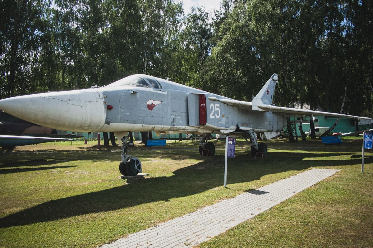 Красавец Су-24М — сверхзвуковой фронтовой бомбардировщик третьего поколения с изменяемой геометрией
