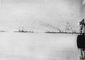 Императорские яхты Штандарт и Полярная Звезда и линейные корабли Павел I и Андрей Первозванный в ожидании прибытия германского императора Вильгельма II.