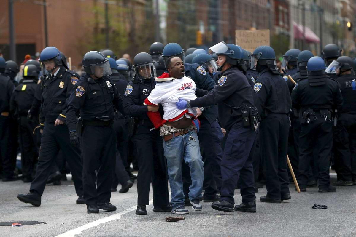 Конец полицейскому государству: Массовые протесты и уличные погромы в Балтиморе (США) (59)