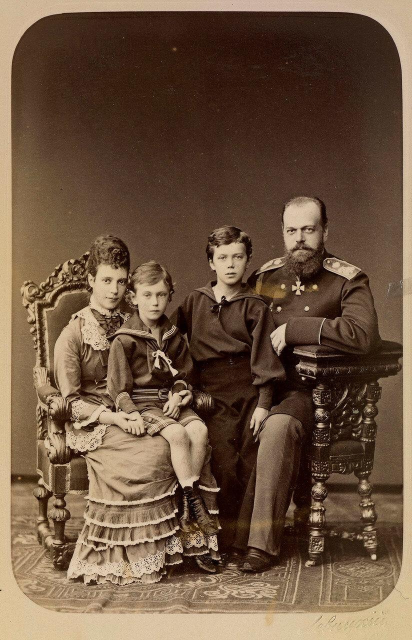 1878. Цесаревич Александр и  цесаревна Мария Федоровна с их двумя старшими сыновьями
