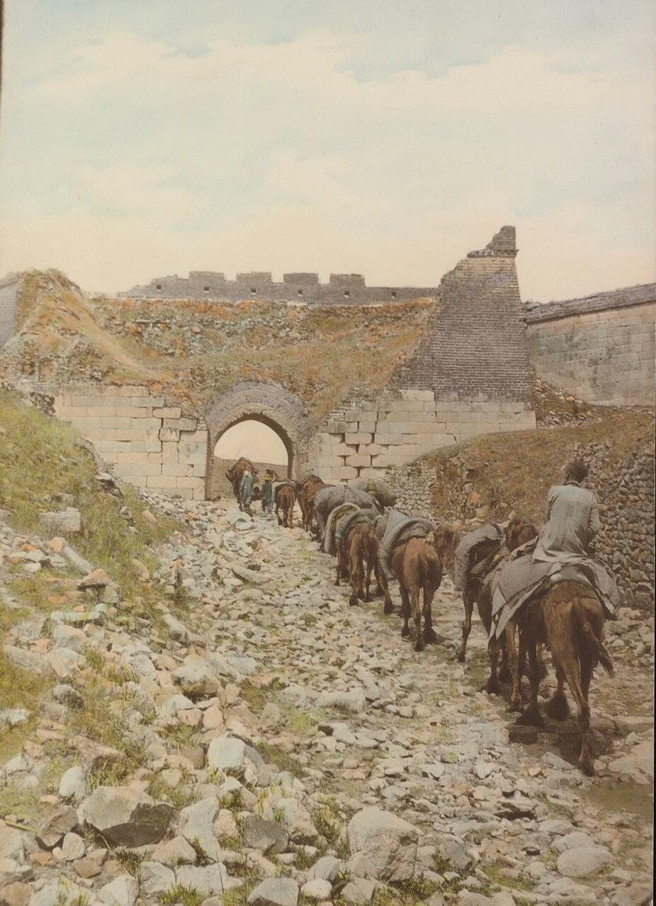Караван пересекает Великую стену
