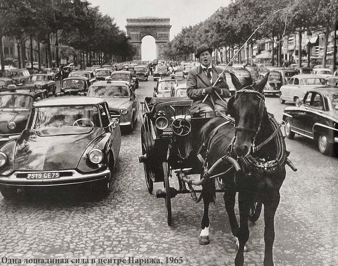 1-CV in the middle of Paris, 1965