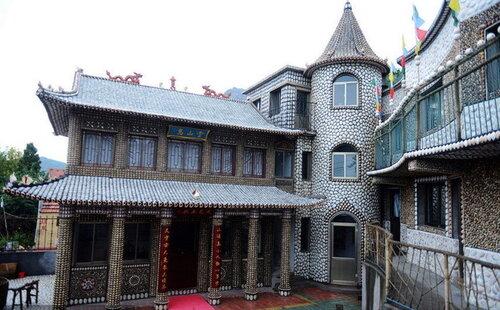 Китайский дом, который украсили ракушками