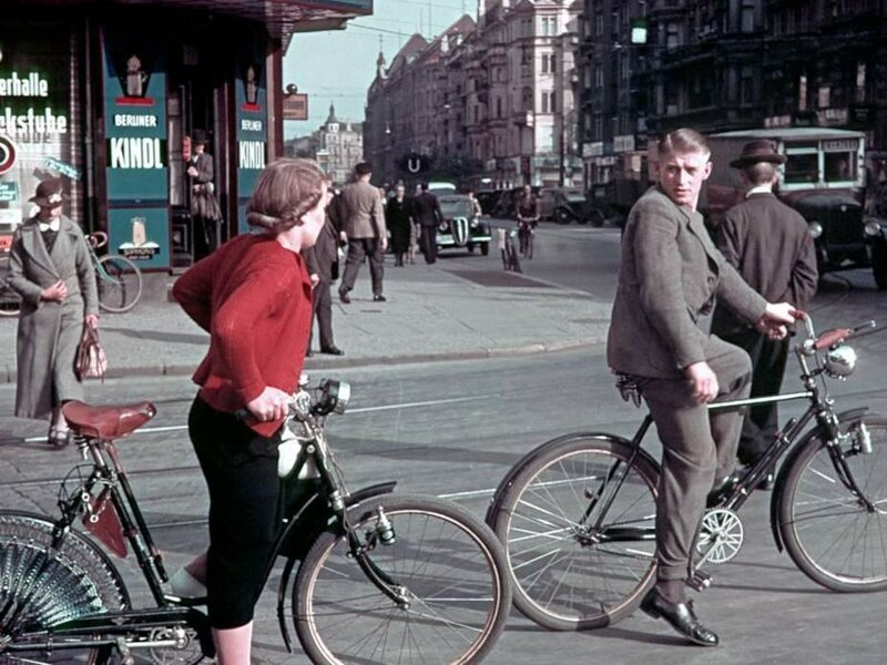 1939 Berlin Radfahrer in der Karlstrasse heute Reinhardtstrasse.jpg