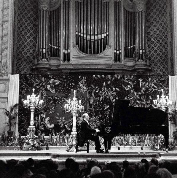 Выступление в Париже 1963.jpg