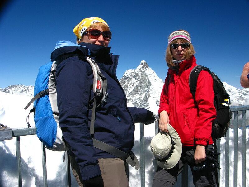 На самой вершине - 3883 м над уровнем моря. Узнаете? Это Маттерхорн на фоне:)