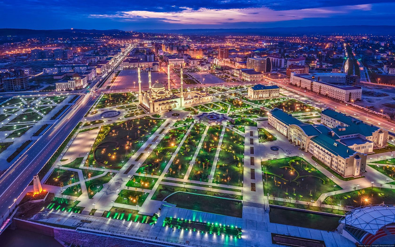 1 Саудовская Аравия? На самом деле по вечерам так выглядит город Грозный. (Фото: Тимур Агиров) Кстат