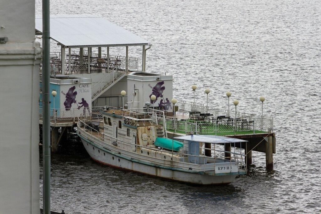 Причал и корабли, Волга