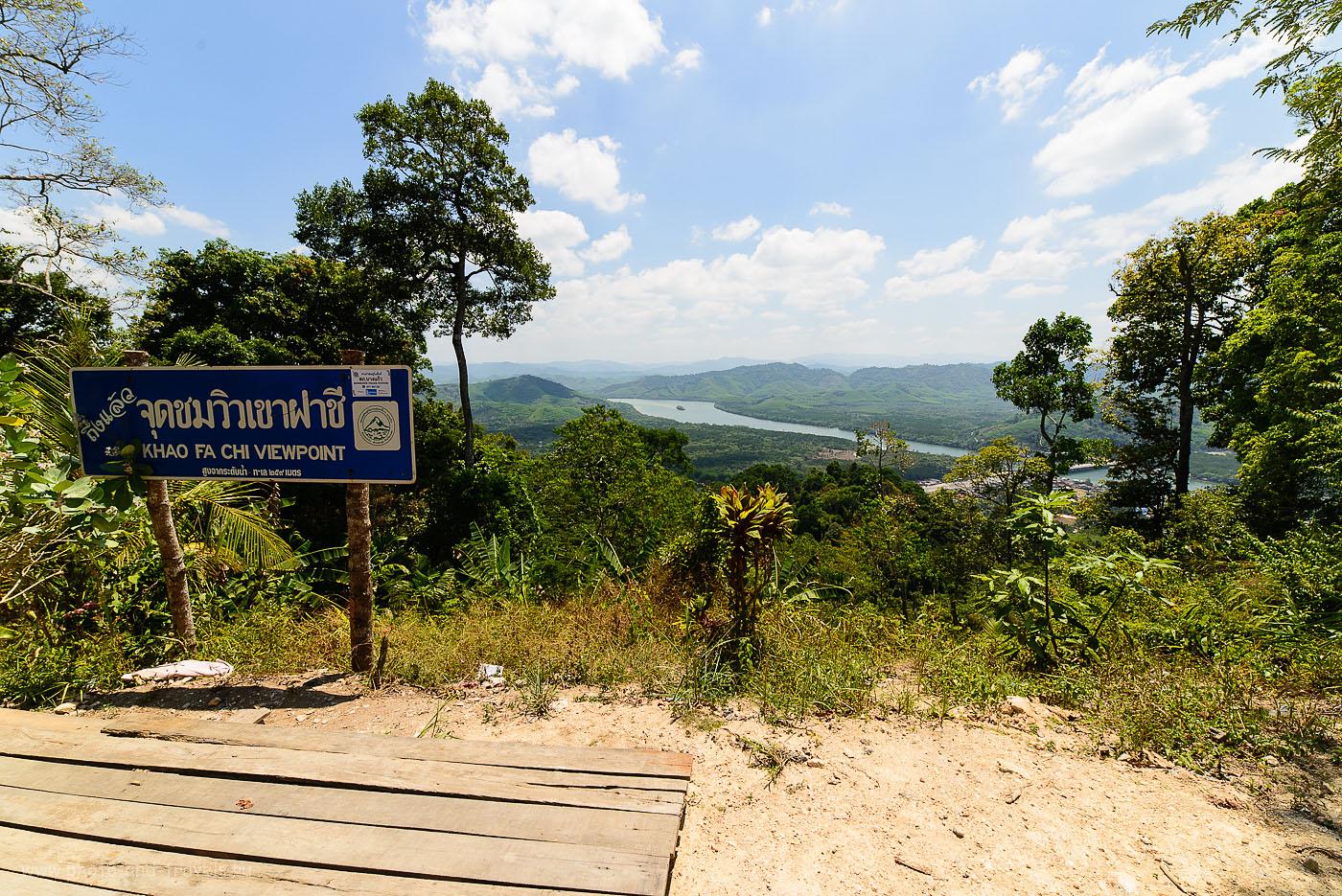 Фотография 20. Смотровая площадка Khao Fa Chi Viewpoint в окрестностях города Ранонг. Поездка по Таиланду на машине (зеркалкаNikonD610, ширикSamyang14/2.8, настройки: 100, 14, 10.0, 1/200)