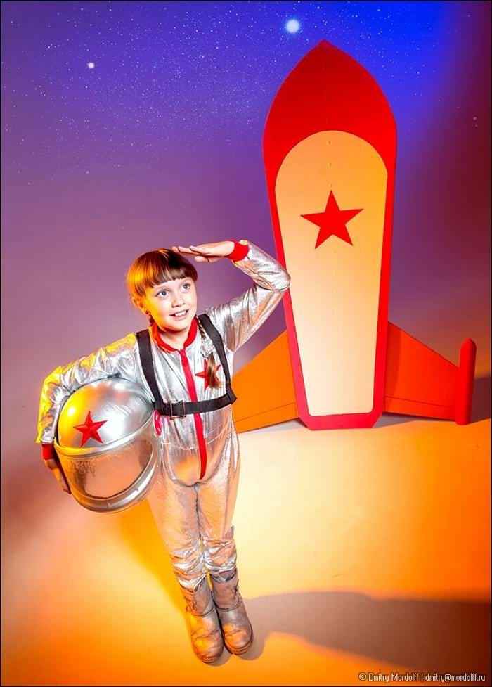 Дети на снимках из серии Люди мужественных профессий: полицейские и космонавты (16)