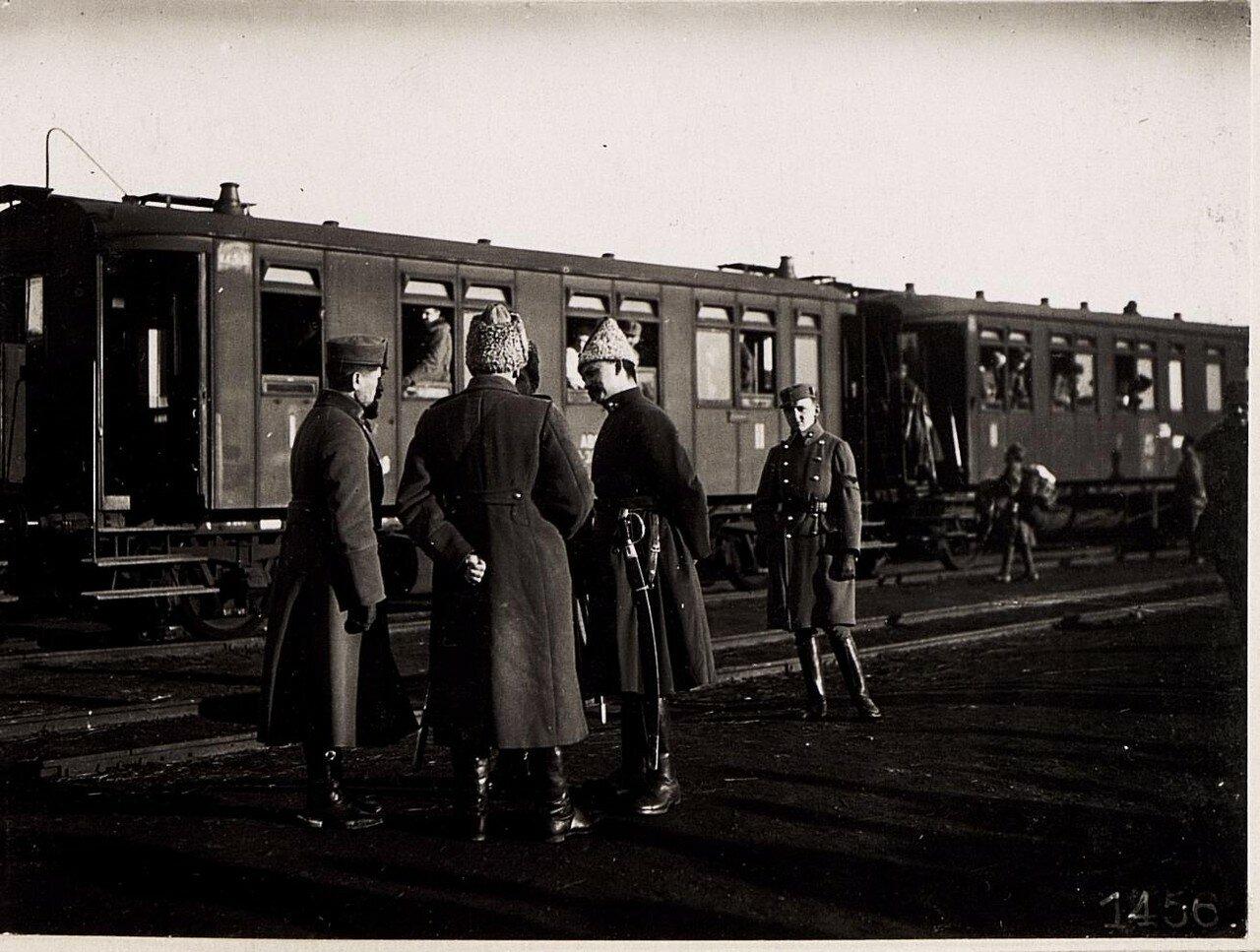 Украинские офицеры на станции (1918)