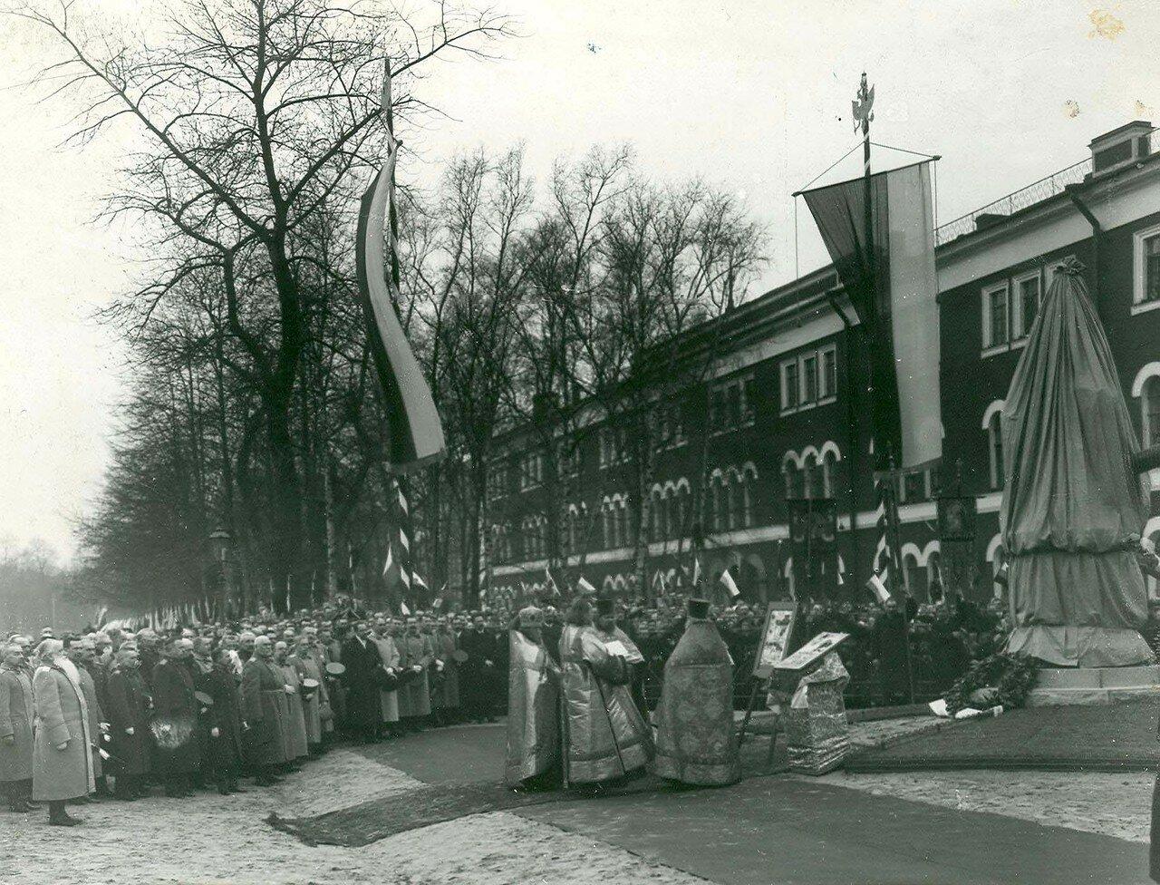 05. Церковный парад перед открытием памятника Петру I в день 200-летнего юбилея Арсенала. 21 апреля 1914