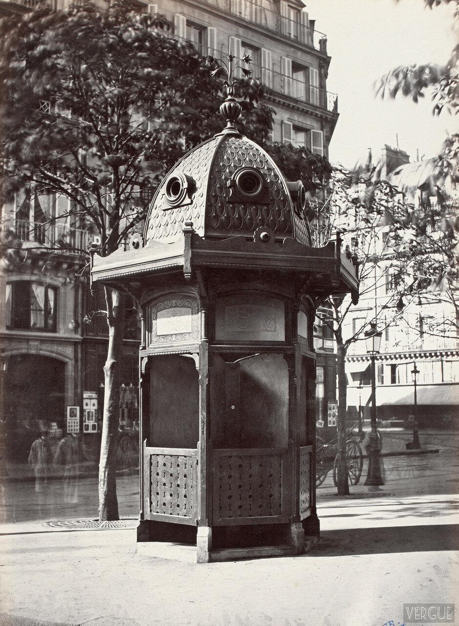 1875. Туалетная будка возле театра