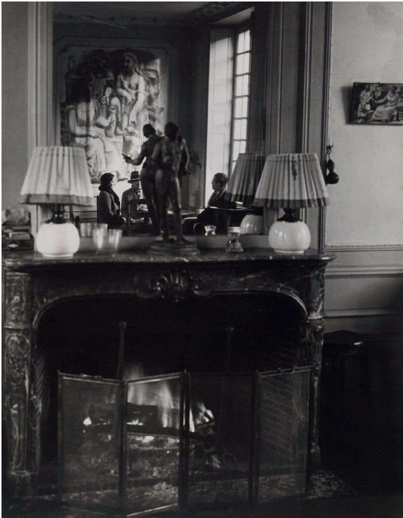 1932. Вид дома в Буажелу с Пикассо и Ольгой Терьяд