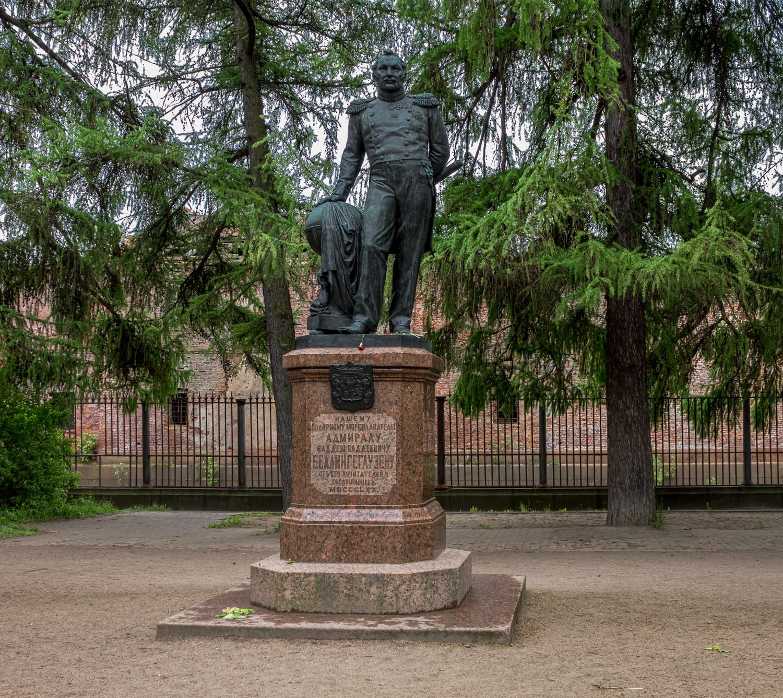 Памятник мореплавателю