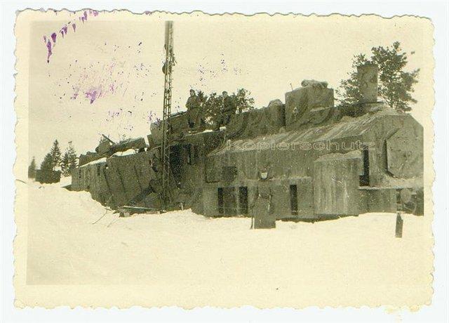 Бронепоезд, брошенный Красной Армией при отступлении, Славянск, зима 1942 г..jpg
