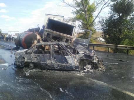 Крупная авария под Шахтами сбитумовозом спровоцировала пробку наМ-4 «Дон»